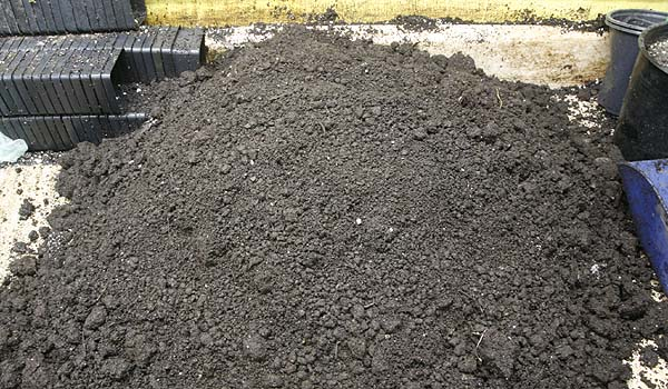 mushroom compost base for potting mix